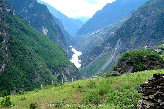 Tiger Leaping Gorge in Yunnan - 01
