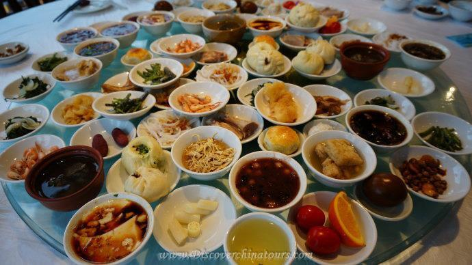Taste Nanjing featured foods in Pedestrian Street of Confucius Temple