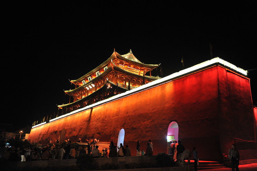 Jianshui Ancient Town at night.jpg
