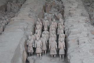 Historical and cultural Xian bus tour to Terra-Cotta Warriors and horses and Mausoleum of Qinshihuang Emperor
