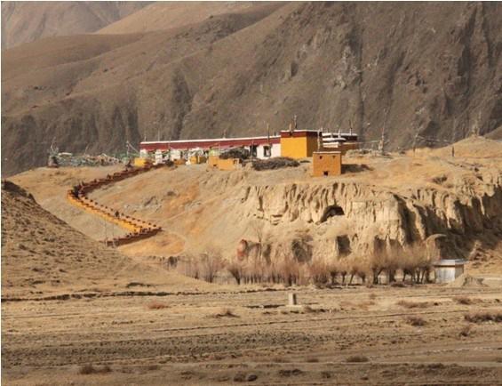 Tombs of Tibetan Kings.jpg