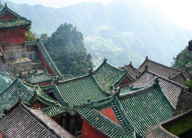 visit taoist temples on Wudang mountain