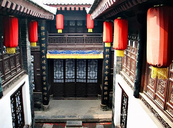 Discover China Tours offers you the best photos on The courtyard of Folk House, Xian.