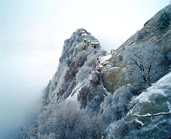 Discover China Tours offers you the best photos on North Peak Snowscape,Huashan Mountain,Xian.