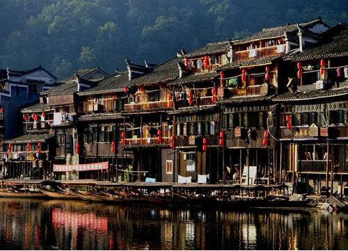 Zhenyuan is mainly inhabited by Dong Nationality and famous for Dong Village and folklore